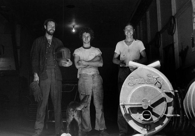 1977 год: Эрик Дарнелл (крайний справа) и его первые производственные партнеры Боб и Шерм Уилсоны