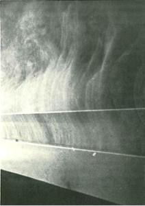 «Эффект Коанда» - дым как бы прилипает к поверхности.