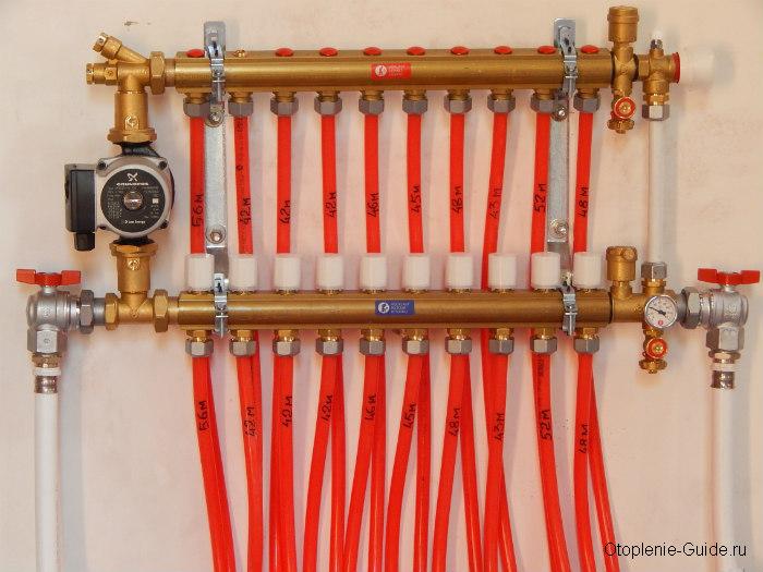 Распределительный коллектор для водяного теплого пола в сборе.