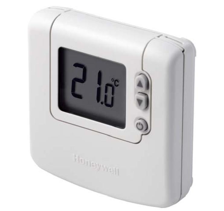 Электронный термостат Honeywell DT90. В качестве источника питания используются 2 батарейки.